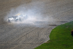 #15 RLR Msport, Ligier JS P3 - Nissan: John Farano, Morten Dons, Alex Kapadia nella ghiaia