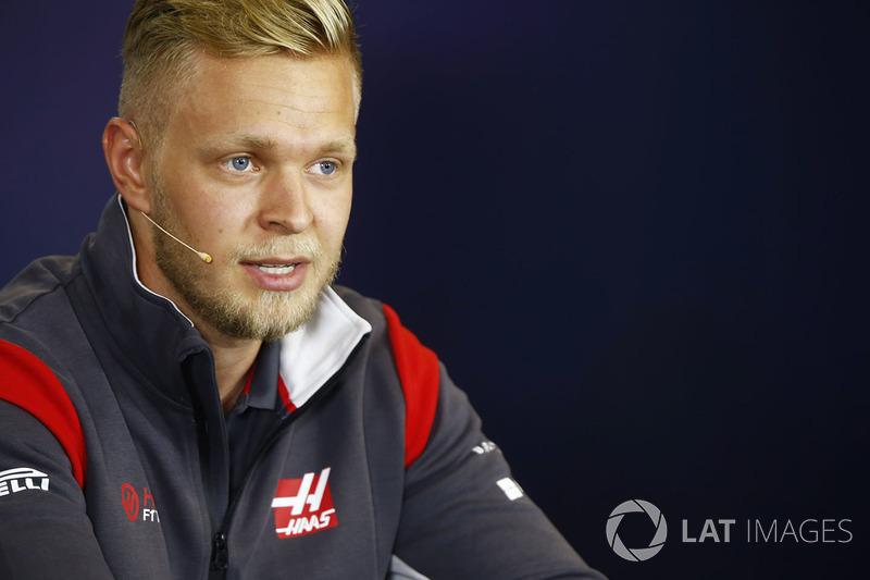 Kevin Magnussen, Haas F1 Team en la conferencia de prensa de la FIA