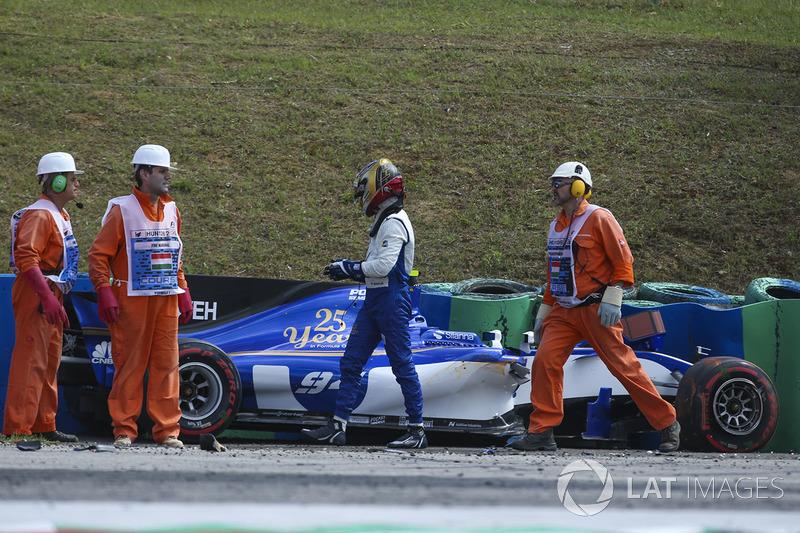 Паскаль Верляйн, Sauber C36-Ferrari, маршали