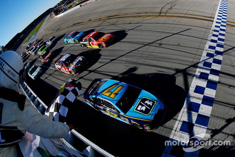 E depois de duas quarta colocações no atual campeonato, em Phoenix e Richmond, Ricky Stenhouse Jr. finalmente conquistou sua primeira vitória na NASCAR, em Talladega, neste domingo.