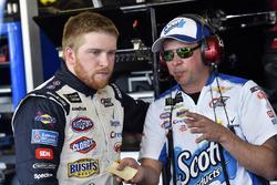 Chris Buescher, JTG Daugherty Racing Chevrolet en Trent Owens