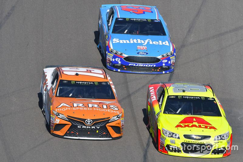 Daniel Suarez, Joe Gibbs Racing, Toyota; Dale Earnhardt Jr., Hendrick Motorsports, Chevrolet; Aric Almirola, Richard Petty Motorsports, Ford