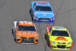 Daniel Suarez, Joe Gibbs Racing Toyota, Dale Earnhardt Jr., Hendrick Motorsports Chevrolet, Aric Almirola, Richard Petty Motorsports Ford