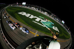 Alex Bowman, Hendrick Motorsports Chevrolet, leads the field to the green flag to start the Monster Energy NASCAR Cup Series Can-Am Duel 2