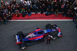 Carlos Sainz Jr., Scuderia Toro Rosso poses with the Scuderia Toro Rosso STR12