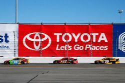 Kyle Busch, Joe Gibbs Racing, Toyota; Erik Jones, Furniture Row Racing, Toyota; Matt Kenseth, Joe Gi