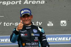 Podium: Race winner Gianni Morbidelli, West Coast Racing, Volkswagen Golf GTi TCR