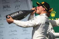 Подиум: обладатель второго места Валттери Боттас, Mercedes AMG F1