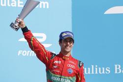 Lucas di Grassi, ABT Schaeffler Audi Sport,, sul podio