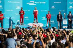 Lucas di Grassi, ABT Schaeffler Audi Sport, Felix Rosenqvist, Mahindra Racing, e Nick Heidfeld, Mahindra Racing, sul podio