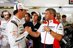 #1 Porsche Team Porsche 919 Hybrid: Mark Webber with Fritz Enzinger, Vice President LMP1, Porsche Te