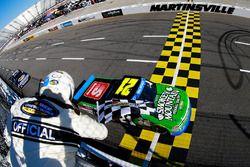 Johnny Sauter, Chevrolet se lleva la victoria