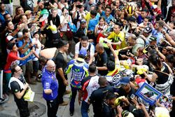 Valentino Rossi, Yamaha Factory Racing firma autografi ai tifosi