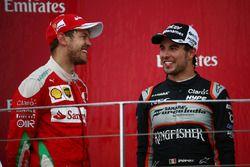 Podio: Sebastian Vettel, Scuderia Ferrari SF16-H y Sergio Pérez, Force India F1 VJM09