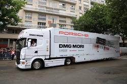 Porsche Team truck