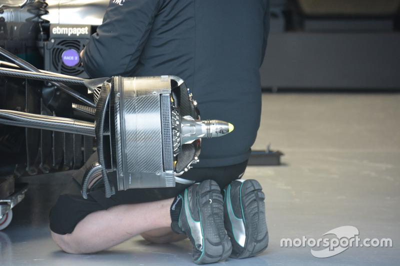 Mercedes AMG F1 W07 Hybrid, деталь гальм