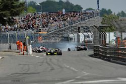 Start, Yellow flags, crash, track guards, Nick Cassidy Prema Powerteam Dallara F312 – Mercedes-Benz
