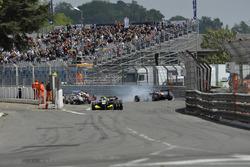 Unfall: Nick Cassidy, Prema Powerteam, Dallara F312 Mercedes-Benz; Sérgio Sette Câmara, Motopark, Da