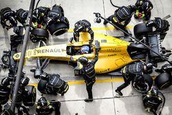 Jolyon Palmer, Renault Sport F1 Team RE16 pitstop