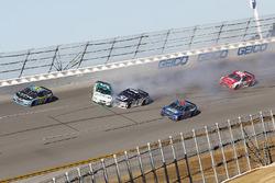 Kasey Kahne, Hendrick Motorsports Chevrolet, Jamie McMurray, Chip Ganassi Racing Chevrolet crash