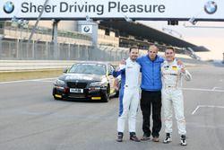 Alexander Mies, Michael Schrey zusammen mit Teamchef Michael Bonk, BMW M235i Racing Cup