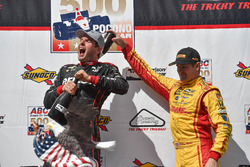 Le vainqueur Will Power, Team Penske Chevrolet, le 3e Ryan Hunter-Reay, Andretti Autosport Honda