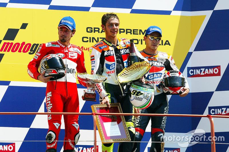Podio: 1º Valentino Rossi, 2º Max Biaggi, 3º Tohru Ukawa
