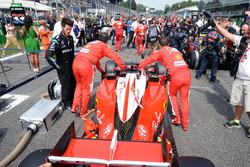 Sebastian Vettel, Ferrari SF16-H en la parrilla