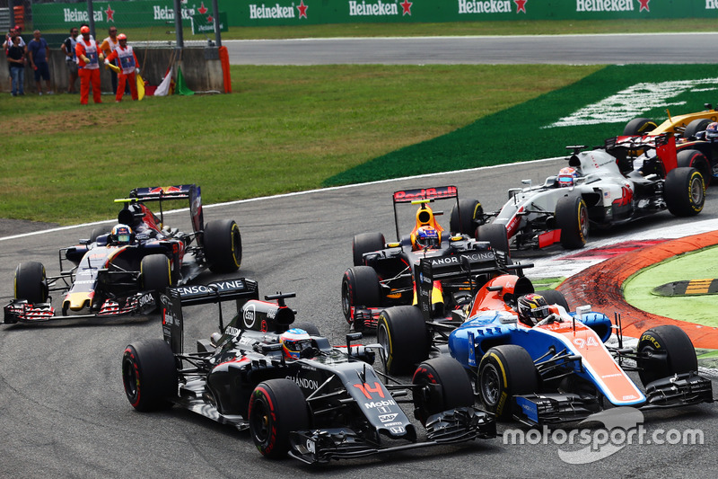 Fernando Alonso, McLaren MP4-31 and Pascal Wehrlein, Manor Racing MRT05 at the start of the race