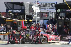 Kurt Busch, Stewart-Haas Racing Chevrolet, pit action