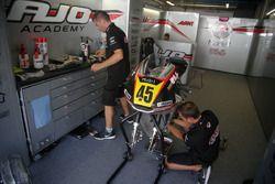 Pit box Ajo Motorsport Academy