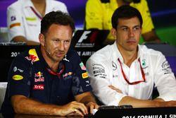 Christian Horner, jefe de equipo de carreras de Red Bull y Toto Wolff, Mercedes AMG F1 accionista y