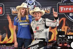 Race winner Graham Rahal, Rahal Letterman Lanigan Racing Honda with his wife, Courtney Force