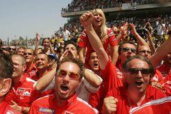 Ducati zaferi kutluyor