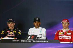 Conférence de presse : le deuxième, Max Verstappen, Red Bull Racing; le vainqueur Lewis Hamilton, Mercedes AMG F1; le troisième, Kimi Räikkönen, Ferrari