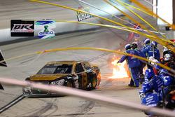 Casey Mears, Germain Racing Chevrolet verlaat de pits