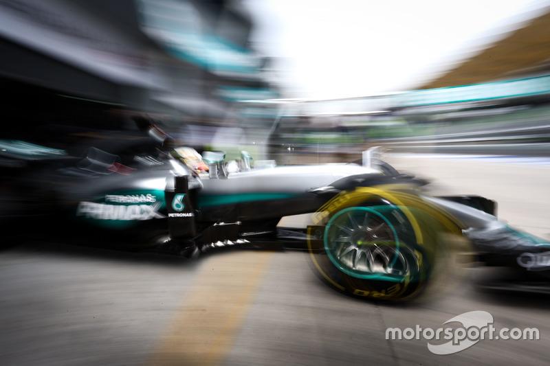 Lewis Hamilton, Mercedes AMG F1 W07 Hybrid leaves the pits
