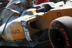 Машина Кевина Магнуссена, Renault Sport F1 Team RS20 после возгорания.