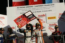 Mirko Venturi e Stefano Gai, Black Bull Swisse Racing festeggiano la vittoria di Gara1 Super GT4