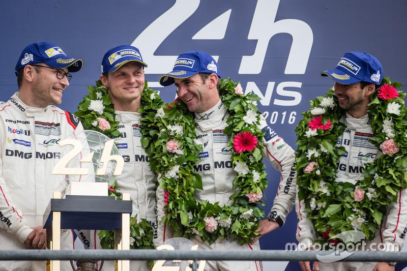 LMP1-Podium: 1. #2 Porsche Team Porsche 919 Hybrid: Romain Dumas, Neel Jani, Marc Lieb