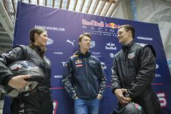 Daniil Kvyat, Red Bull Racing avec Alena Zavarziva et Vic Wild