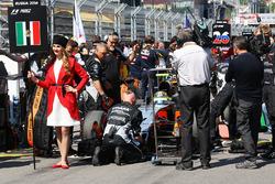 La Grid Girl de Sergio Perez, Sahara Force India F1 VJM09