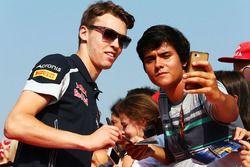 Daniil Kvyat, Scuderia Toro Rosso with fans