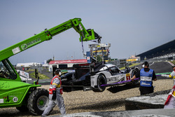 #2 Porsche Team Porsche 919 Hybrid: Romain Dumas, Neel Jani, Marc Lieb, getting towed