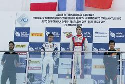 Race 3 podio: ganador Marcos Siebert, Jenzer Motorsport, segundo lugar Simone Cunati, Vincenzo Sospi