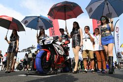 Ratthapong Wilairot with grid girls