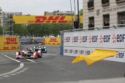 Nick Heidfeld, Mahindra Racing under yellow flag