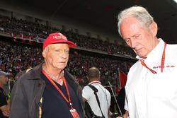 Niki Lauda, Président Non-Exécutif de Mercedes avec le Dr Helmut Marko, Consultant Red Bull Motorsport sur la grille