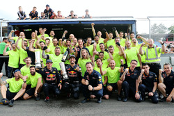 Tweede plaats Daniel Ricciardo, Red Bull Racing en derde plaats Max Verstappen, Red Bull Racing vier