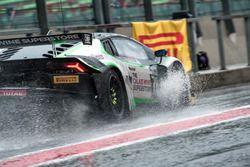 Lluvia #78 Barwell Motorsport, Lamborghini Huracan GT3: Leo Machitski, Marco Attard, Marco Mapelli, Tom Kimber Smith
